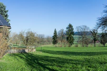 Altes Bauernhaus auf dem Land