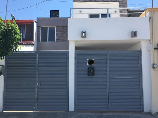 Casa Independiente, Bien Ubicada, 3 recamaras