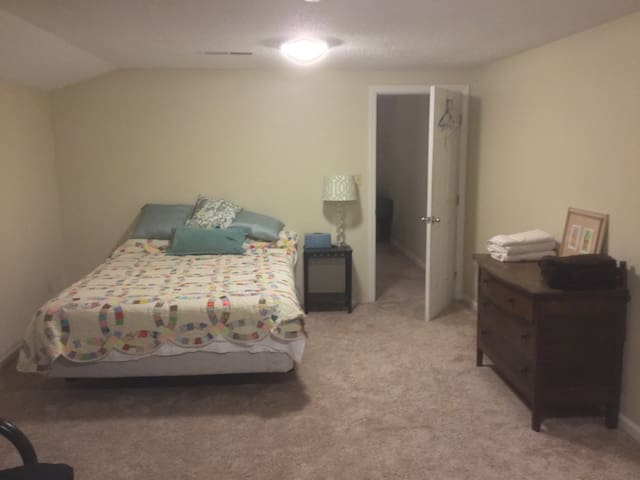 Comfortable, private room with bathroom. - Bowling Green - Ev