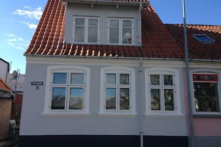Hyggeligt hus tæt på strand og havn - Marstal - House