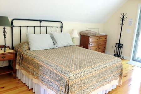 Charming, cozy, private, studio in Wellfleet