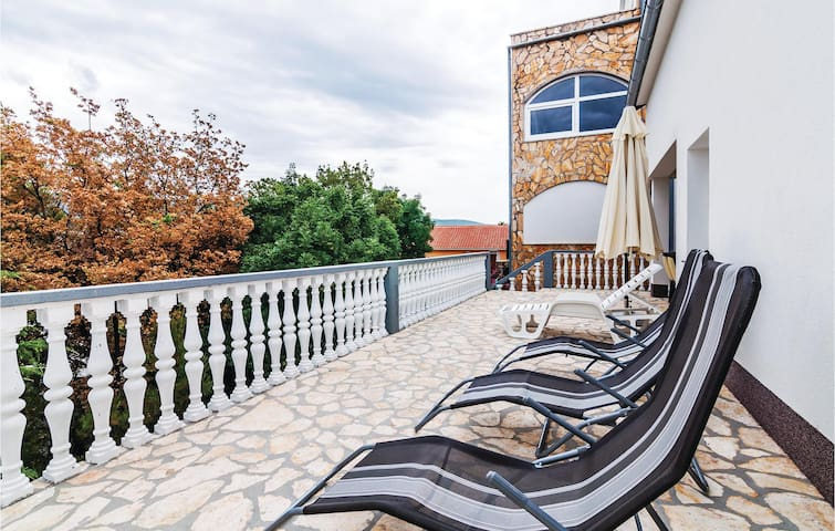 Holiday apartment with 2 bedrooms on 45m² in Donji Karin