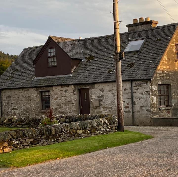 Mawenyoupe - Stone cottage in heart of Argyll