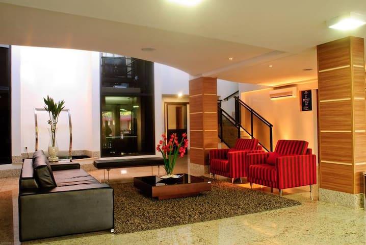 Flat confortável em setor nobre da capital goiana.