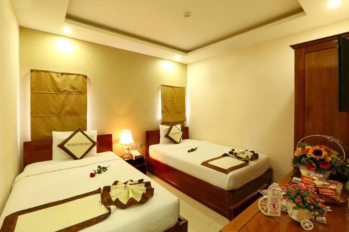 Twin bed room( shiny room)