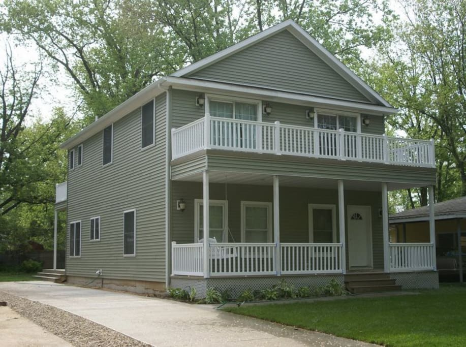 4 BR, 2.5 bath, 4 decks, and 2300 square feet of space!