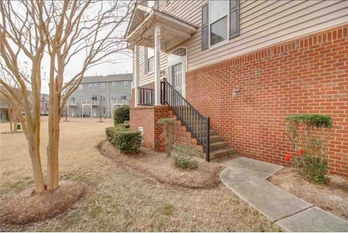 Beautiful Condo Home in a lovely neighborhood!