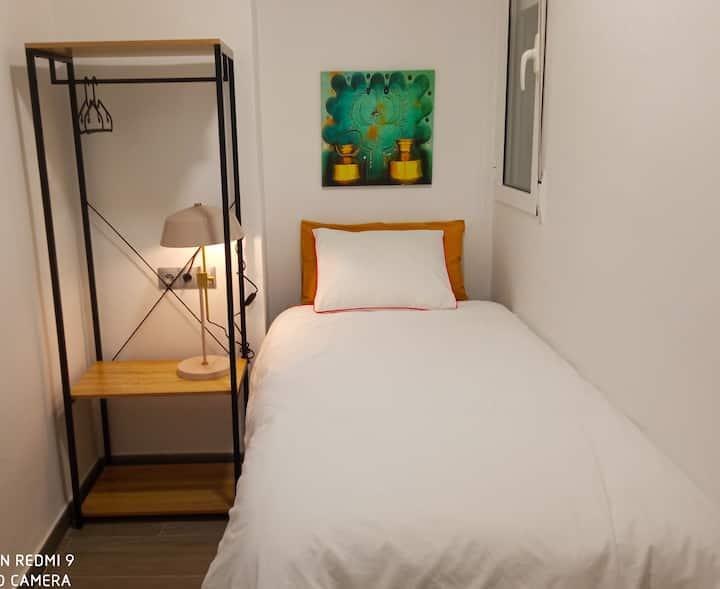 Habitación acogedora y tranquila. Piso céntrico