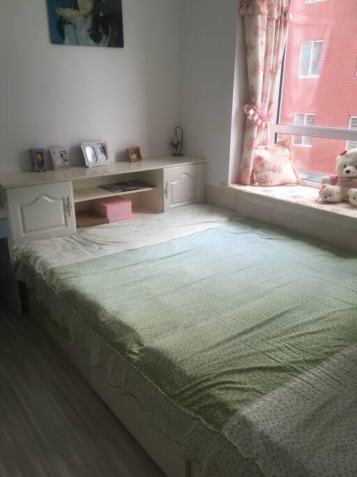 榻榻米的床非常宽敞,如果是夫妻可以带baby也可以住下的哦