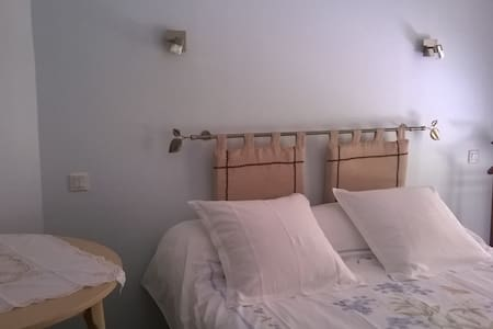 Chambre à l'étage accès  au salon et couchage mezzanine