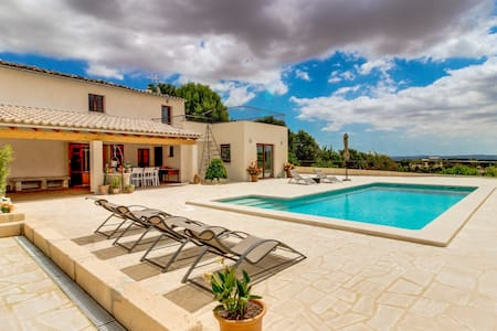 Modern villa w/private pool, panoramic views, nearby restaurants & shopping!