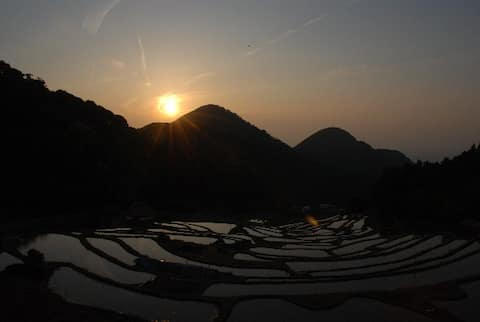 古くて小さな町 日本的田舎の生活と海から富士山がみえる素敵な自然景色