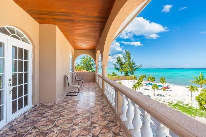 Beachfront Escape..4 bed.. DEALS FOR LONGER STAYS