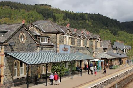 Snowdonia Station Apartment. Betws Y Coed - Conwy