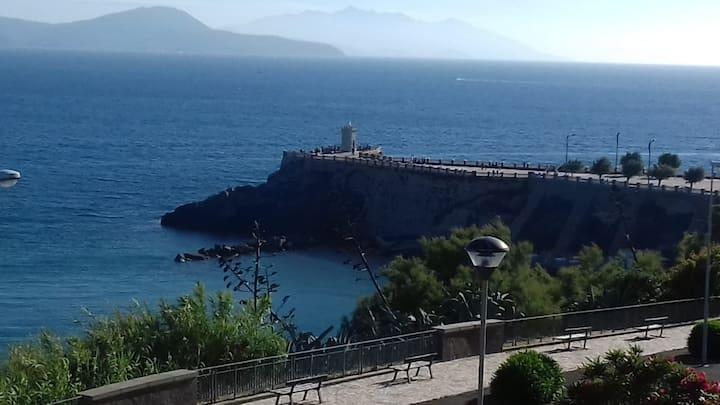 Bilocale sul mare al Castello