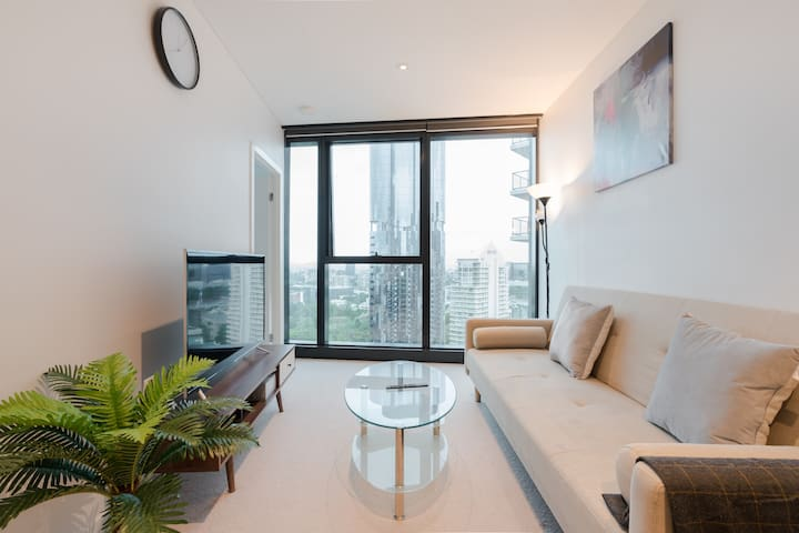 Fancy River & Garden View 2 Bedroom CBD Apartment