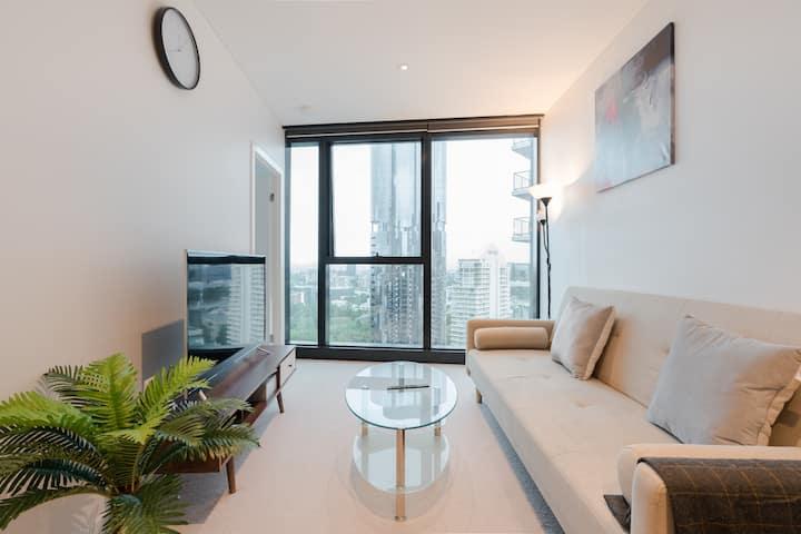 Fancy River & Garden View 2 Bedroom CBD Apartment