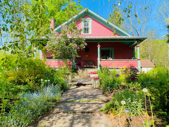 Phoenicia 1890 Bear Cottage, sleeps 10-walkable