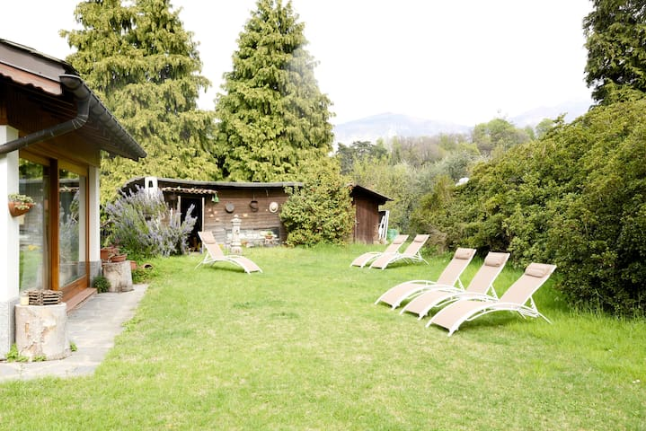 Villa Marena, with garden and beautiful lake view!