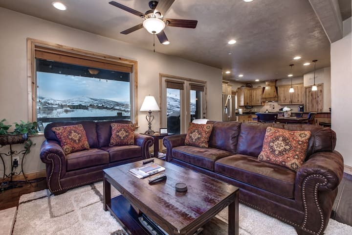 2 King Masters! Fully Equipped Kitchen -Pvt HotTub