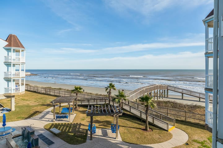 SeaScape Resort oceanfront condo w/shared hot tubs, heated pool, & two balconies