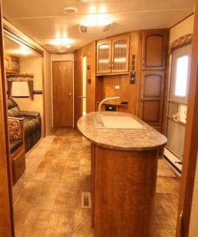 Luxury RV located at Geiger Key Resort and Marina - Cayo Os