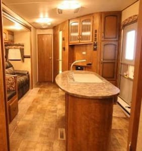 Luxury RV located at Geiger Key Resort and Marina - Key West - Campingvogn