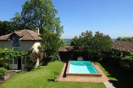 Belle villa familiale au soleil - Montaut - วิลล่า
