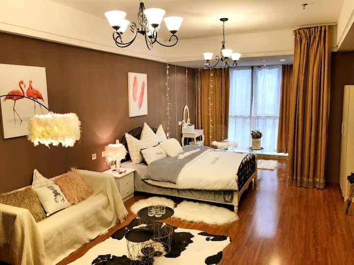 天鹅湖   万达广场   银泰中心   浪漫大床房