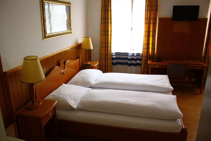 Hotel Rheinfall, Zentralstrasse 60,Neuhausen - CH - Neuhausen am Rheinfall - Gästehaus