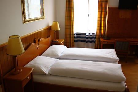 Hotel Rheinfall, Zentralstrasse 60,Neuhausen - CH - Neuhausen am Rheinfall - Guesthouse