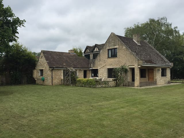 Oxfordshire Country Cottage - Weston-on-the-Green - Hus