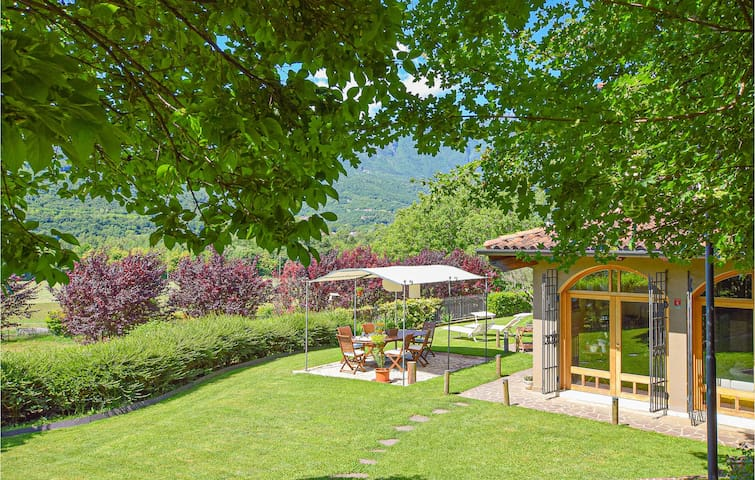 Holiday cottage with 6 bedrooms on 350m² in Cogollo del Cengio