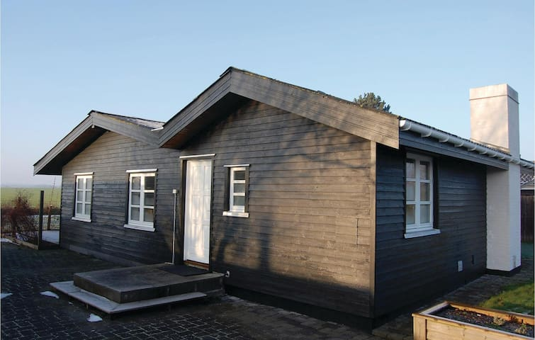 Holiday cottage with 2 bedrooms on 85m² in Køge