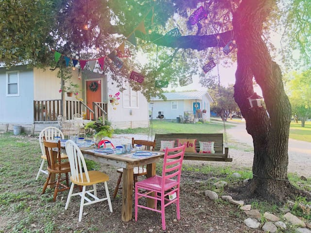 The Thelma Cottage 2 Bedroom, 2.6 miles from Frio