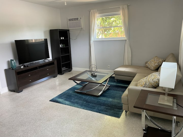 Private 1/1 very cute and cozy in Fort Lauderdale