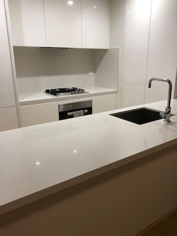 2 bedrooms + 2 bathrooms apartment with Parking