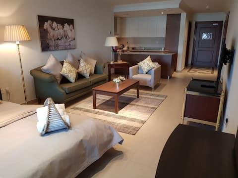¡Siéntete como en casa y relájate en nuestro cálido estudio de diseño!