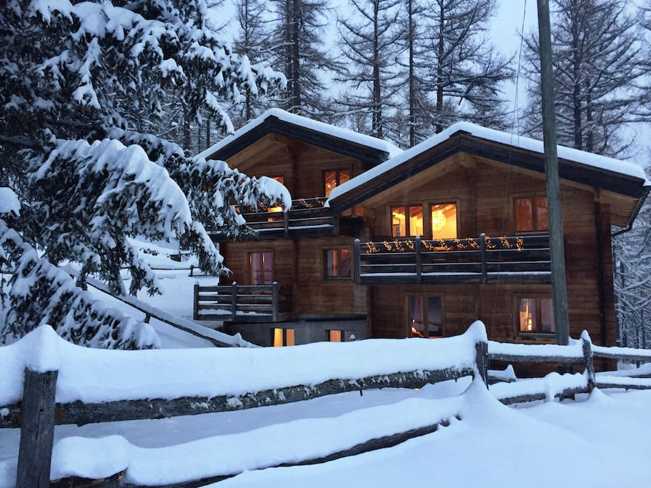 Dreamy and cozy for a group of friends, families or op to 3 couples.