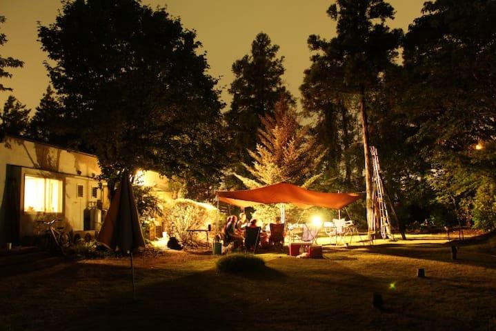 山小屋風な小さな平屋と1000坪の庭園をひとりじめ!! - Koga - Hus