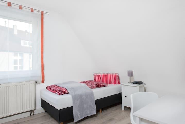 Modernes Privatzimmer im Gästehaus Stoll (2) - Filderstadt - Lejlighed