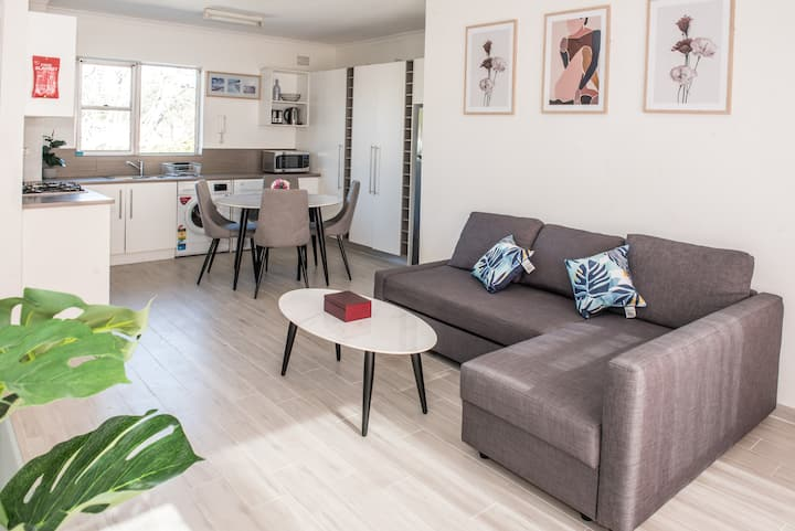 Light Airy Space with Pkg★ Stroll to Manly Beach ★