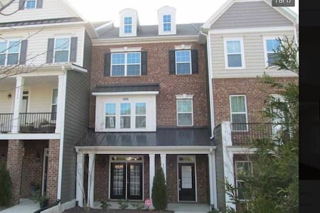 Awesome West Cary town home near everything!