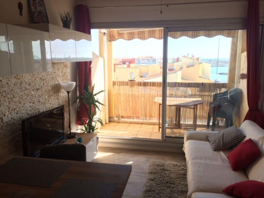 terrasse avec une très belle vue sur le port