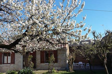 Maisonnette et son jardin - Angliers