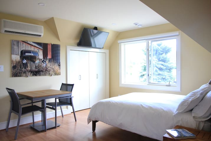 Dining area, TV with Bose sound system and Queen Bed