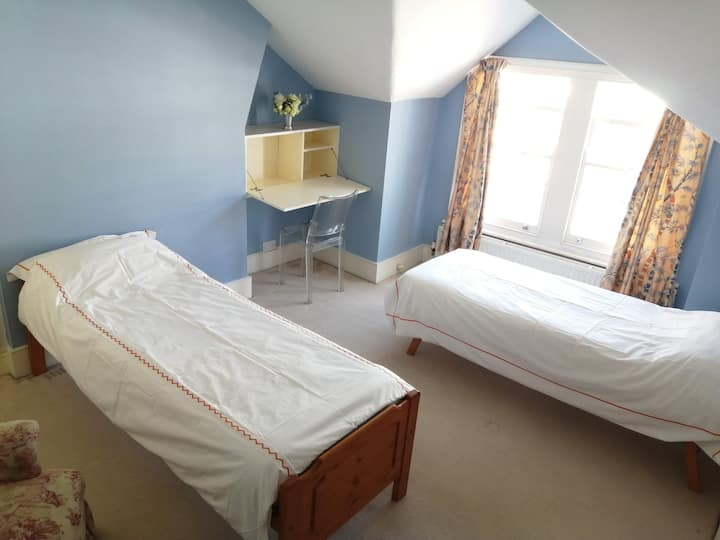 A large double room to rent in Clapham Junction