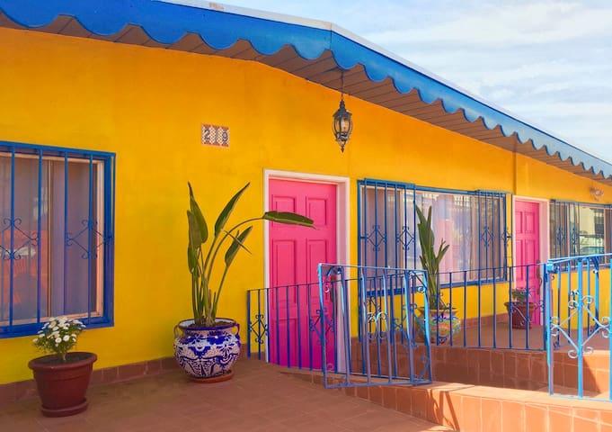 La Casa Mexicana - Ensenada. 10min to wineries.