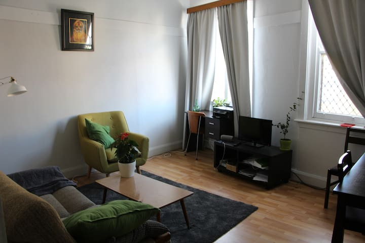 Light-filled cosy apartment in convenient location - Marrickville - Διαμέρισμα