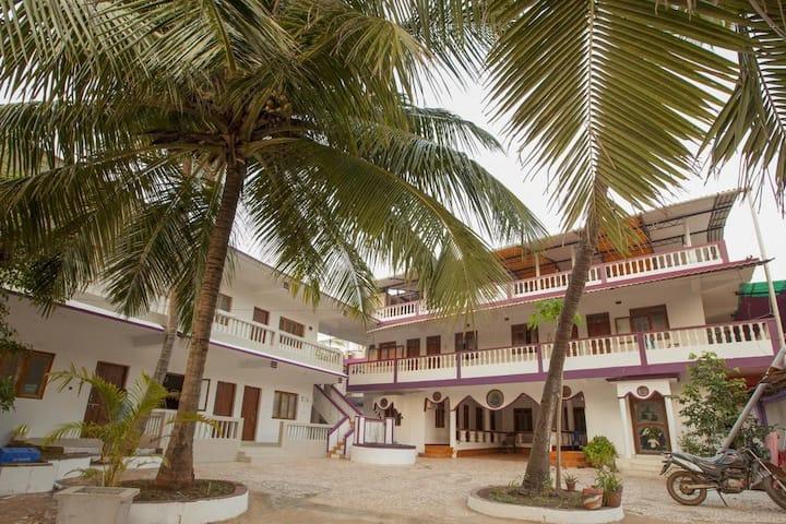Fatima Guesthouse(Non-AC Room#3) 1min Agonda Beach